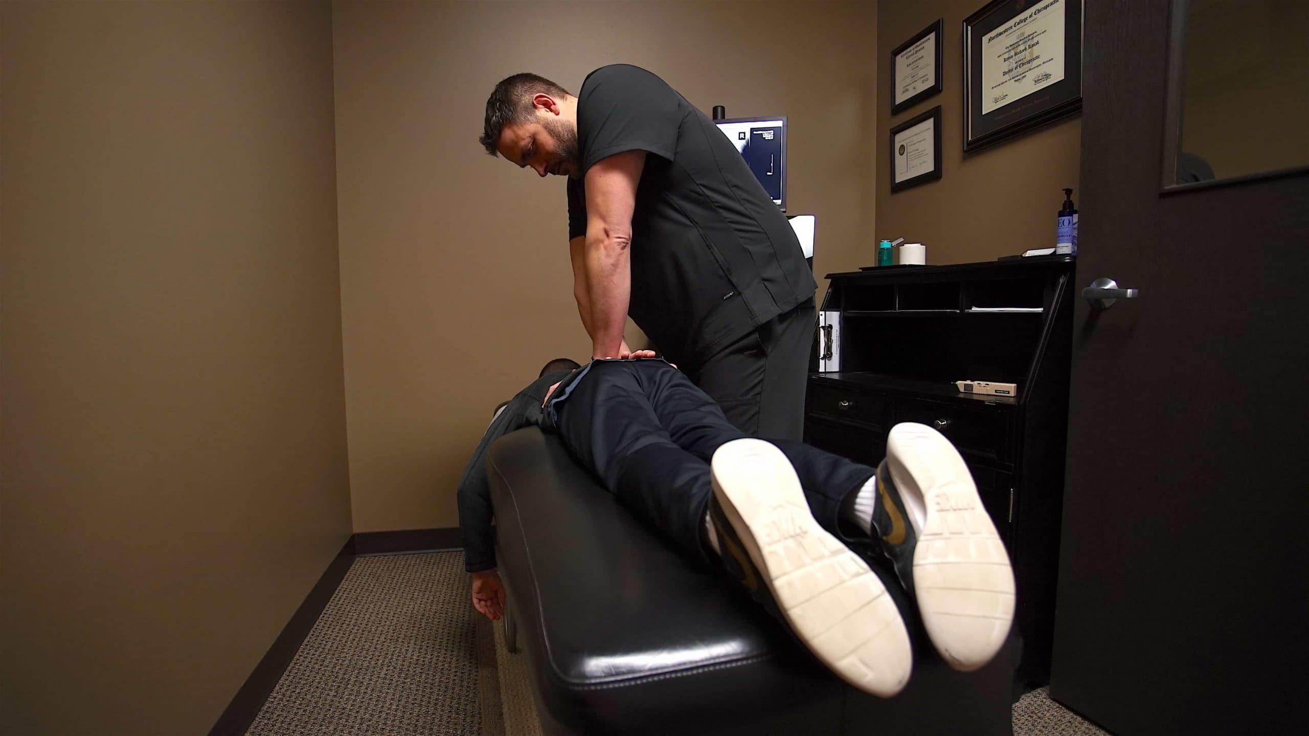 Chiropractor treats a work place injury patient in omaha